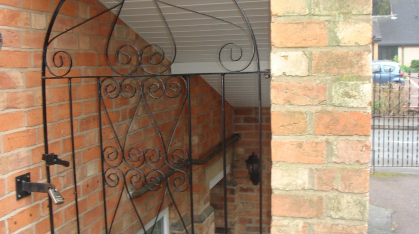 GATED ENTRY TO STUDIO APARTMENT LOUGHBOROUGH