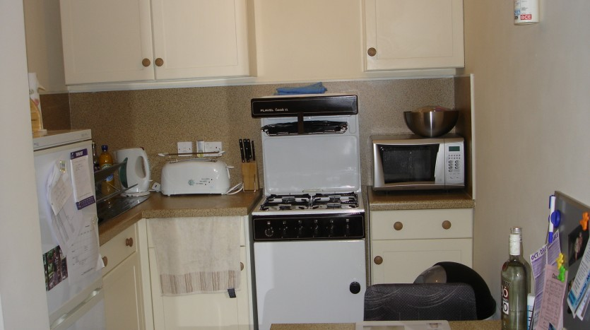STUDIO APARTMENT KITCHEN LOUGHBOROUGH